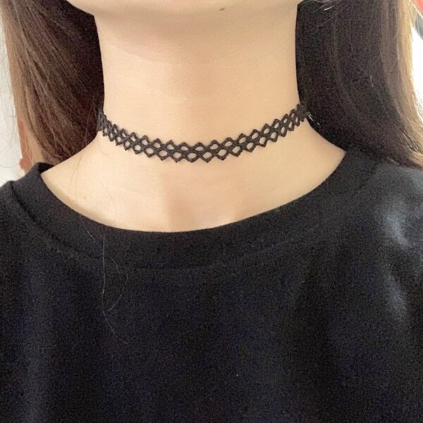 Elastic Triangle Choker Collar Necklace Black and White
