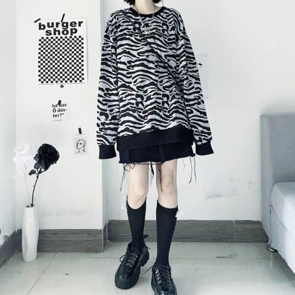 Asian Tiger Aesthetic Print Loose Sweatshirt 2 - Orezoria Aesthetic Outfits Shop - Aesthetic Clothing - eGirl Outfits - Soft Girl Outfits