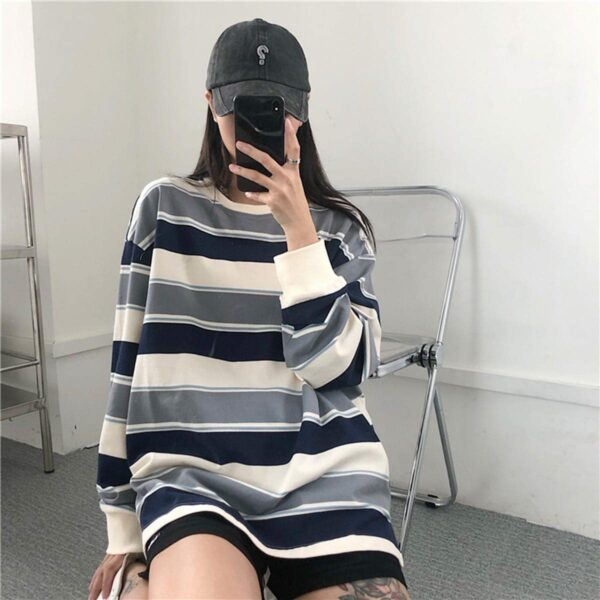 Retro Contrast Stripped Sweatshirt 1- Orezoria Aesthetic Outfits Shop - Aesthetic Clothing - eGirl Outfits - Soft Girl Outfits