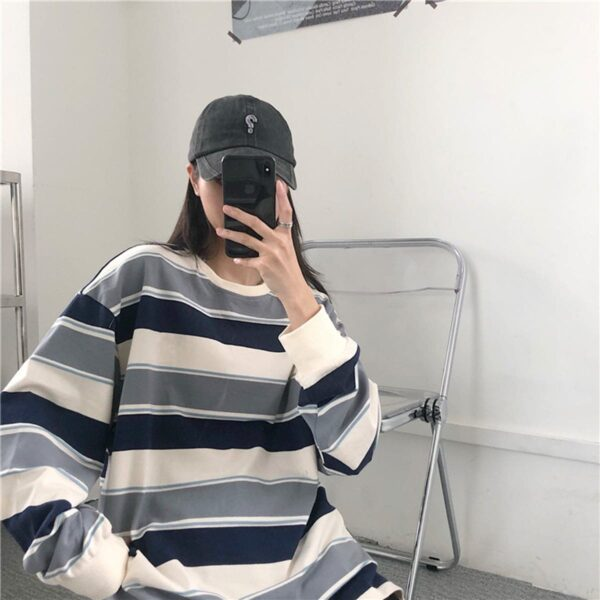 Retro Contrast Stripped Sweatshirt 3- Orezoria Aesthetic Outfits Shop - Aesthetic Clothing - eGirl Outfits - Soft Girl Outfits
